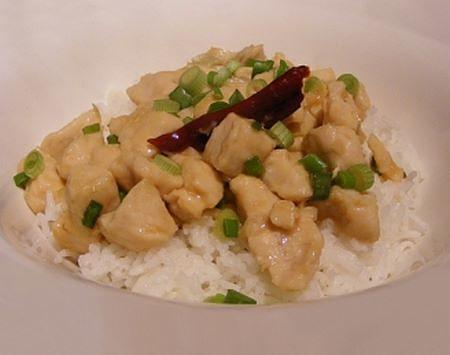 Bocconcini di pollo con salsa al limone e riso pilaf