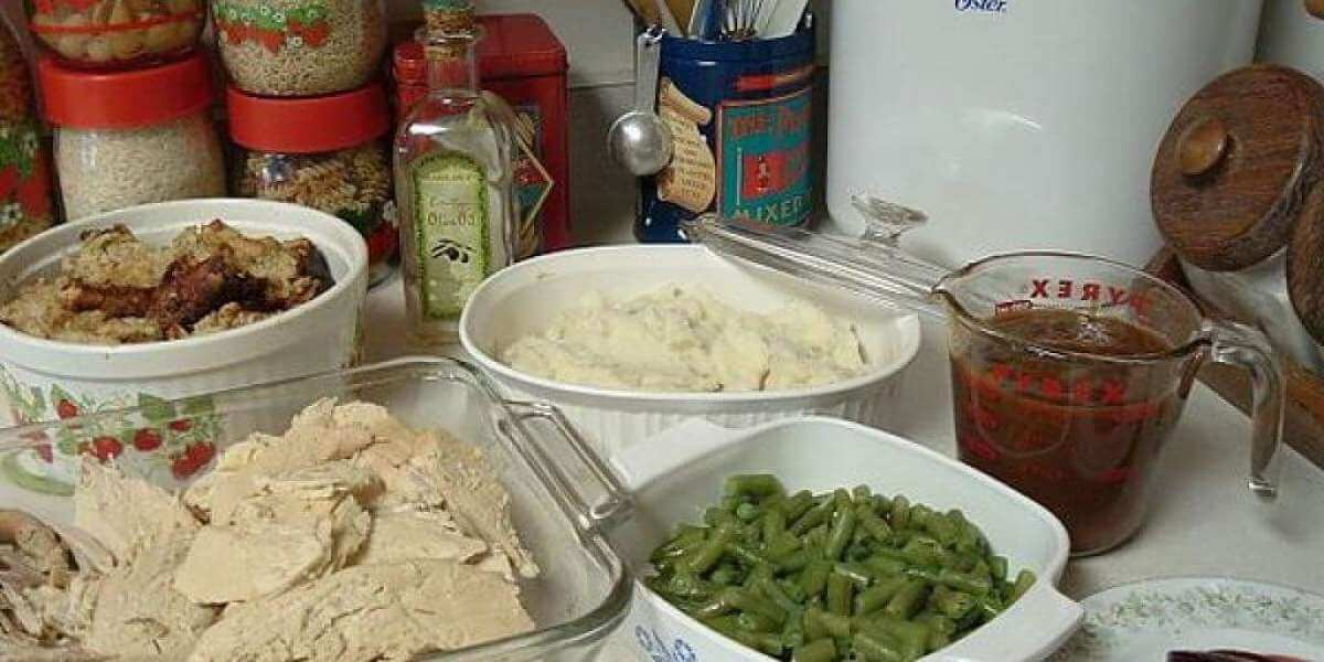 Cibi preparati in cucina con trucchi per risparmiare