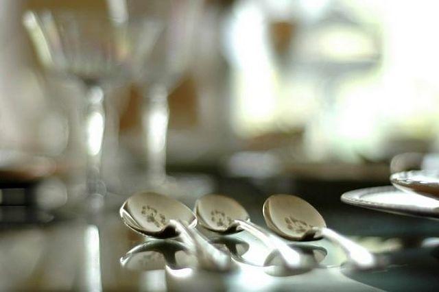 Cucchiaini d'argento da pulire