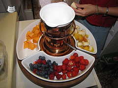 Frutta da intingere nel cioccolato fuso