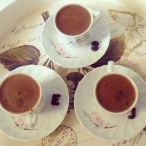 caffè espresso arricchito di cioccolato in polvere