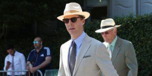 Uomini indossano il cappello di Panama