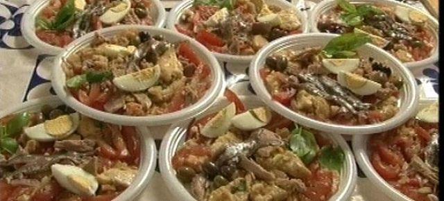 Piatti di insalata capponadda ligure