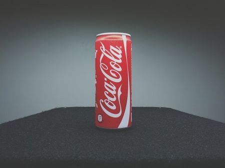Per disincrostare efficacemente bisogna usare Coca Cola di una lattina che non è stata ancora aperta