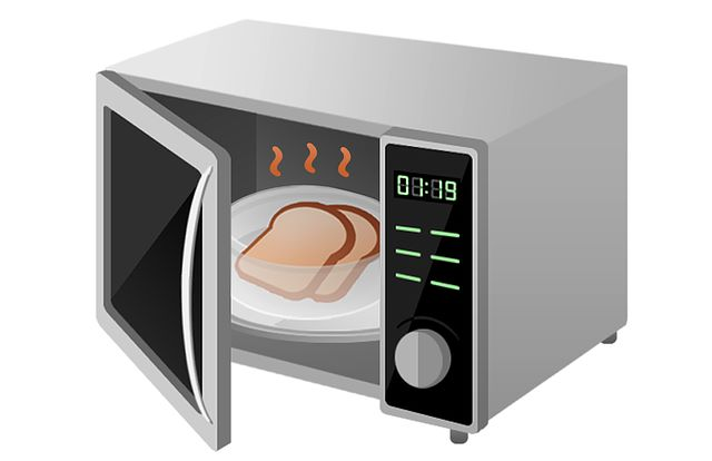 Si può decongelare con il forno a microonde il pane conservato in freezer