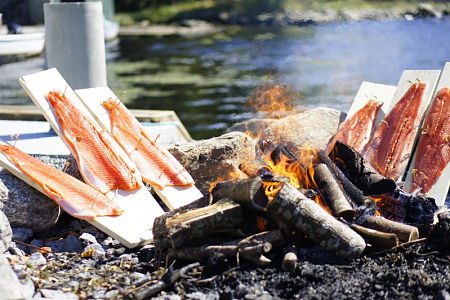 Salmoni affumicati a legna