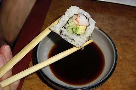 Il sushi va servito con salsa tamari