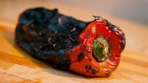 Peperone con pelle bruciacchiata