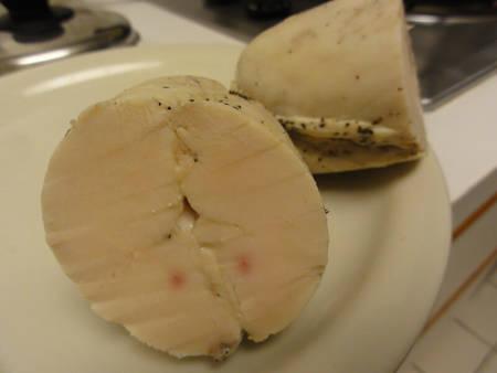 Torihamu ricavato da 2 petti di pollo uniti e tagliato a metà