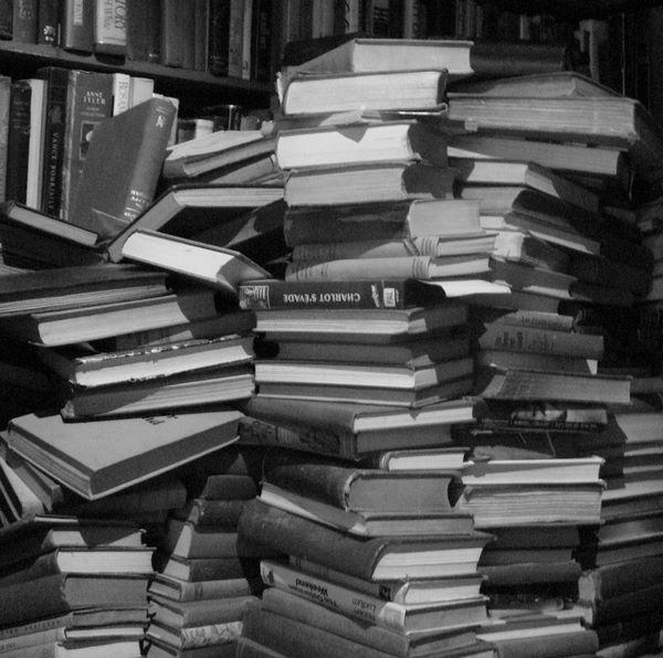 Pila di libri usati