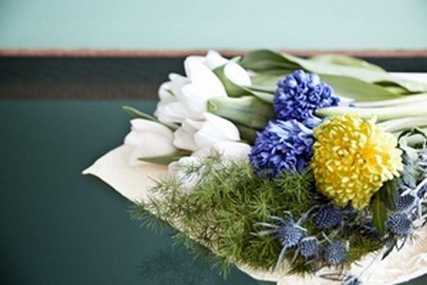 Fotografia di mazzo di fiori primaverili