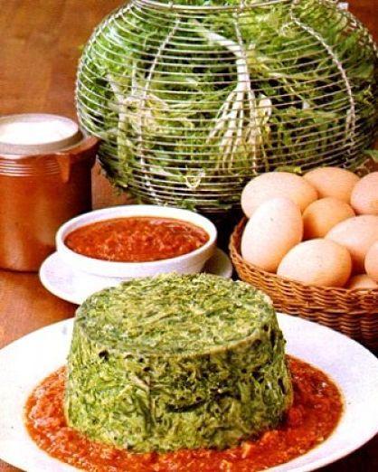 Sformato di scarola su letto di salsa al pomodoro fresco