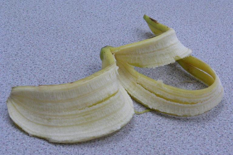 Buccia di banana da riciclare nelle faccende domestiche