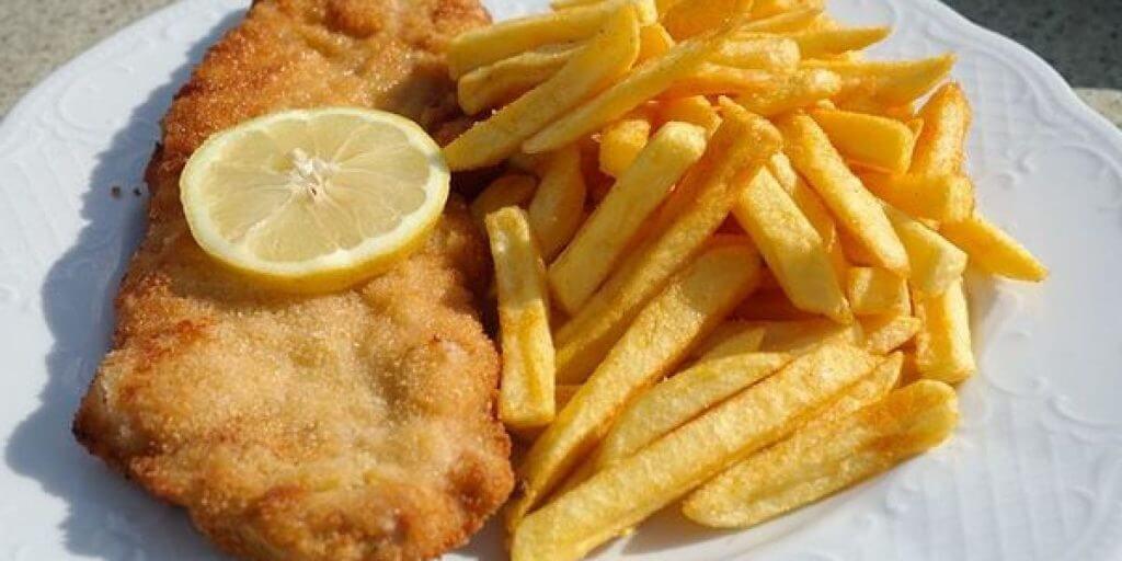 Cotoletta alla milanese economica con patatine fritte