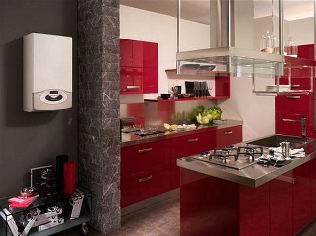 Fotografia di caldaia Genus premium Net situata su parete di cucina
