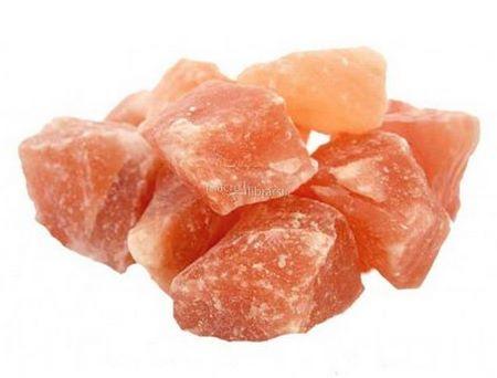 Il sale himalayano in pietre è particolarmente adatto per i suffumigi