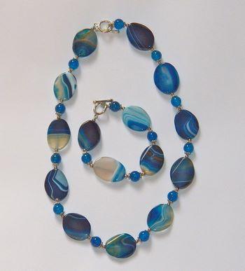 Collana e braccialetto in pietra dura agata blu striata