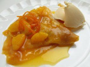 Crêpe Suzette al Grand Marnier con arancia e gelato di vaniglia