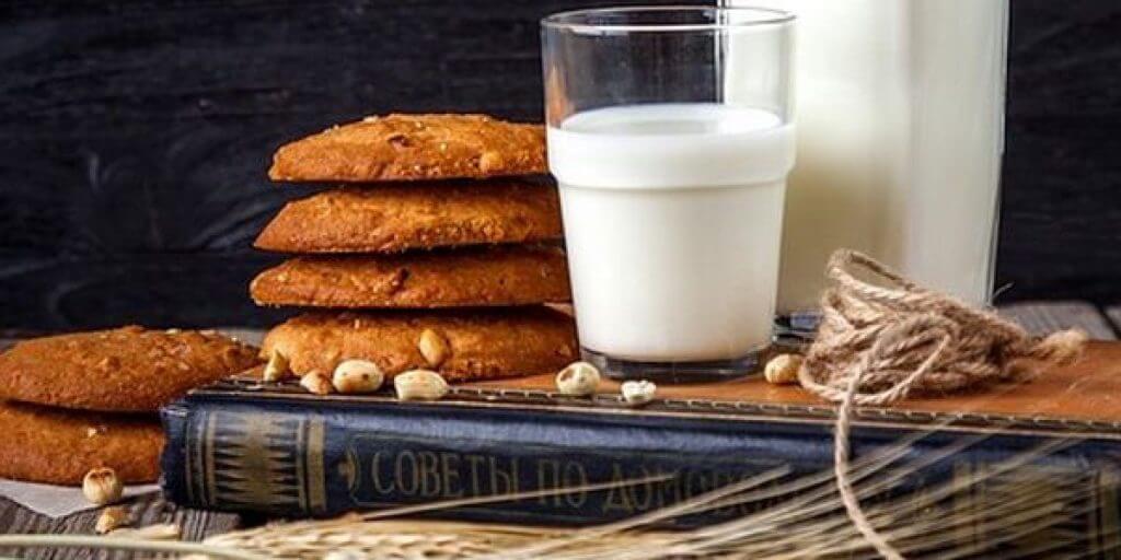 Latte di avena e pagnotte al cereale