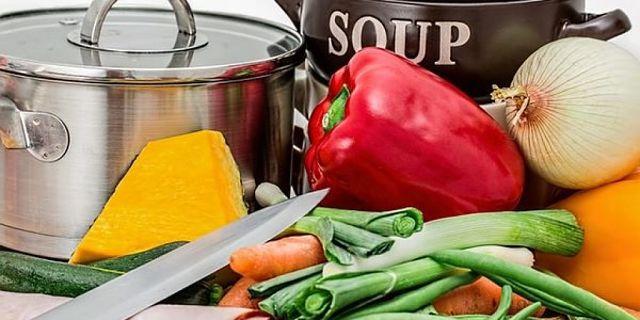 Il brodo vegetale può essere fatto in casa con verdure fresche
