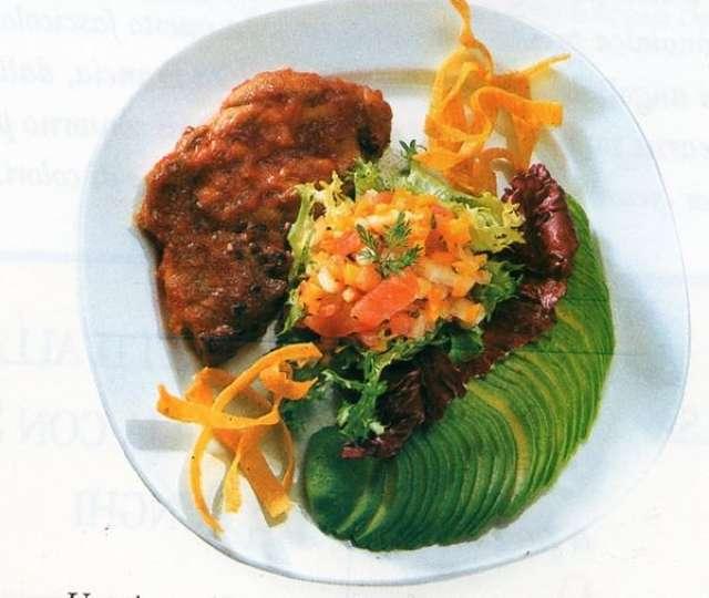 Fetta di lonza di maiale galla griglia con salsa barbecue e verdure