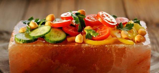 Sulla mattonella di sale si possono cuocere anche le verdure