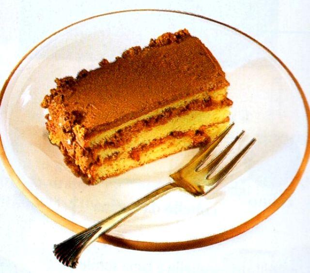 Fetta di deliziosa torta Moka con pan di Spagna, amaretti e caffè.