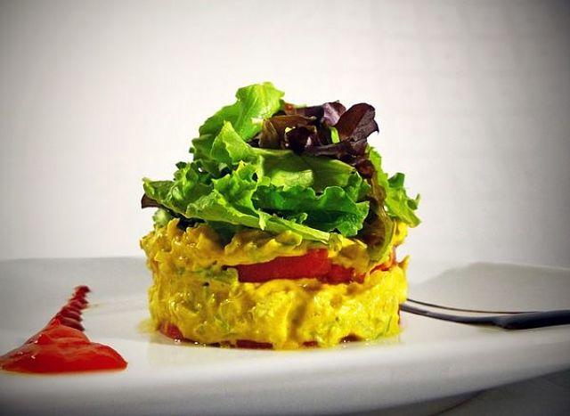 Come guarnire cone le verdure l'isalata di pollo al curry per fare bella figura