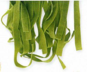 Pasta verde artigianale adatta per fare le tagliatelle al forno all'emiliana