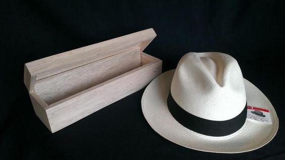 Cappello di Panama con custodia in legno di balsa al naturale