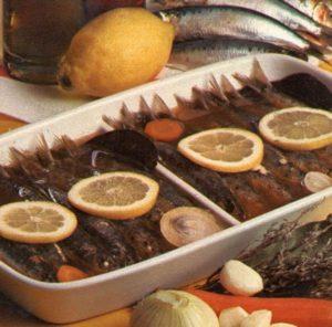 Sardine in carpione con fette di limone