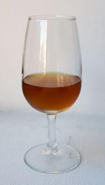 Bicchiere con Sherry della pregiata varietà Amontillado