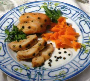 Fette di cosce disossate di coniglioalla francese con salsa al pepe