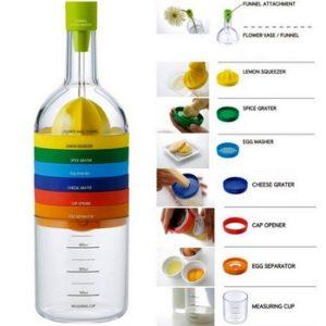Bottiglia formata da 8 accessori indispensabili per la cucina impilati