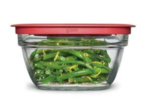 Verdura cotta chiusa ermeticamente nel contenitore per evirare polvere e contaminazioni