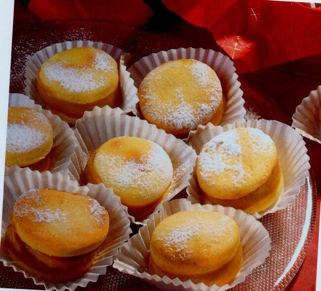 Fragranti biscotti di San Valentino appena fatti