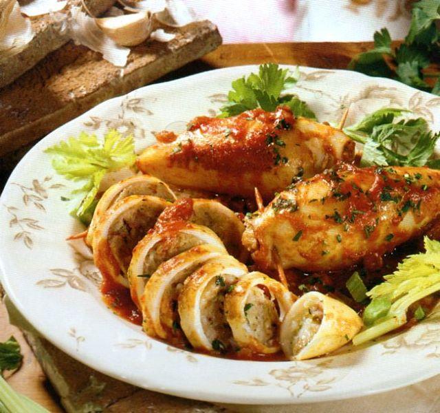 Calamari alla romagnola interi e affettati nella loro salsa rossa di cottura