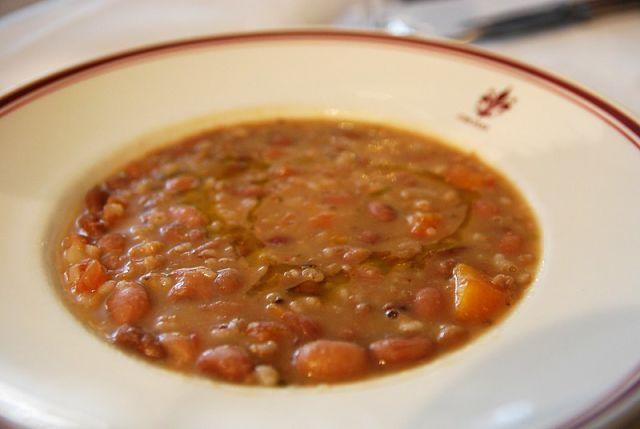 Come si presenta la minestra di farro e fagioli casentinese