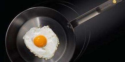 Uovo al tegamino perfetto cotto nella padella Mineral B Element