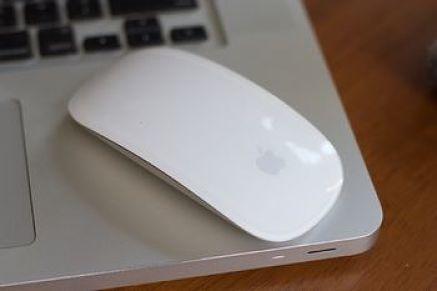 Mouse senza fili su computer portatile