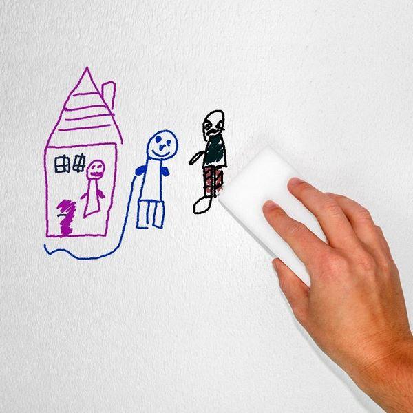 La gomma magica pulisce efficacemente le pareti sporcate