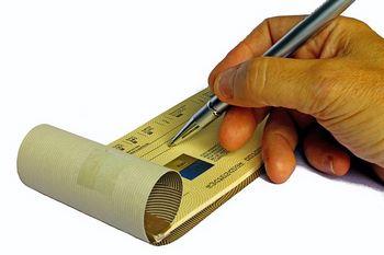 Carnet di assegni con numero seriale deli stessi in basso a sinistra