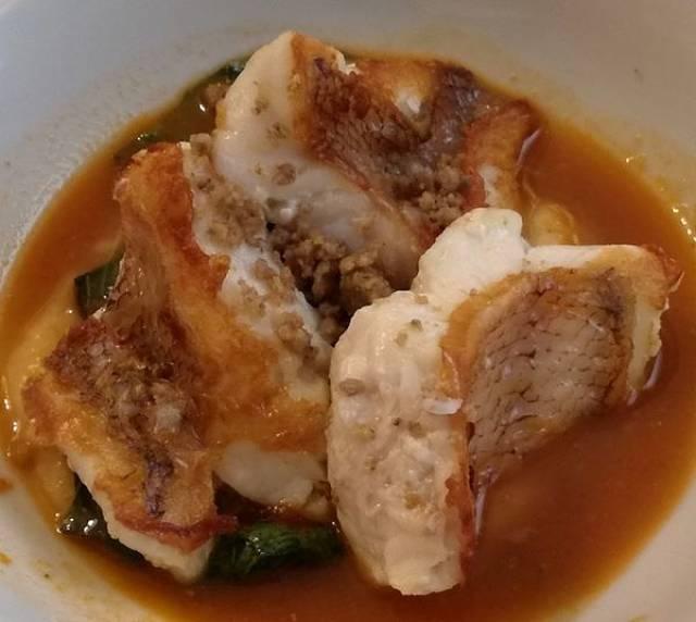 Come deve essere ristretto il liquido della zuppa di scorfano rosso