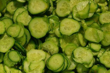 Rondelle di cetrioli dello spessore adatto per farle in insalata