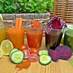 Succhi freschi di frutta e di ortaggi fatti con centrifuga e estrattore