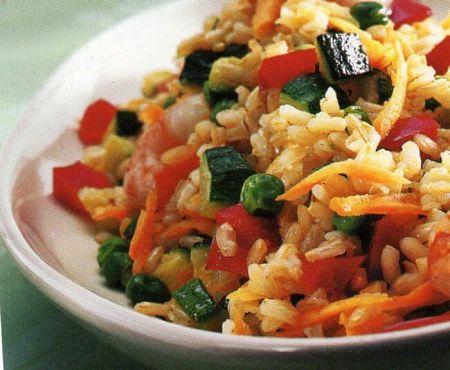 Invitante e genuino piatto light a base di riso, gamberetti e ortaggi