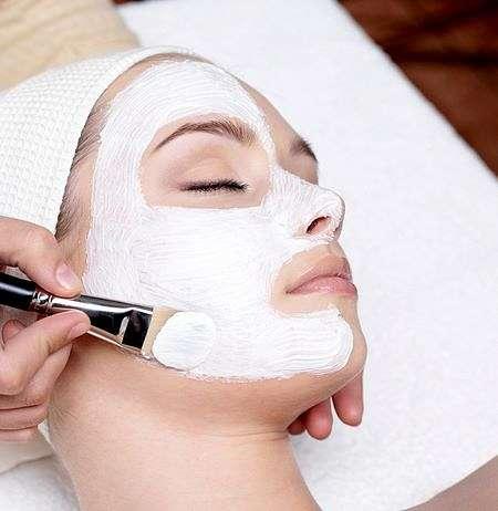 La maschera si bellezza deve essere tenuta sul viso in completo relax