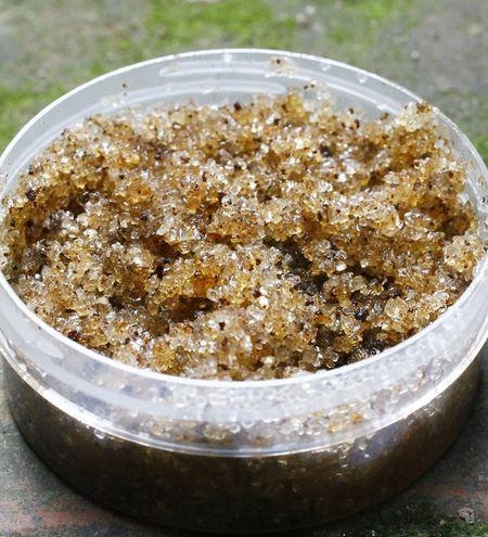 Scrub di polvere di bucce di mandarino e zucchero fai da te