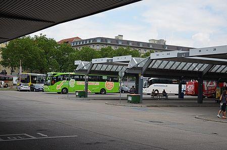 Fermata di Flixbus nell'organizzata autostazione di Berlino