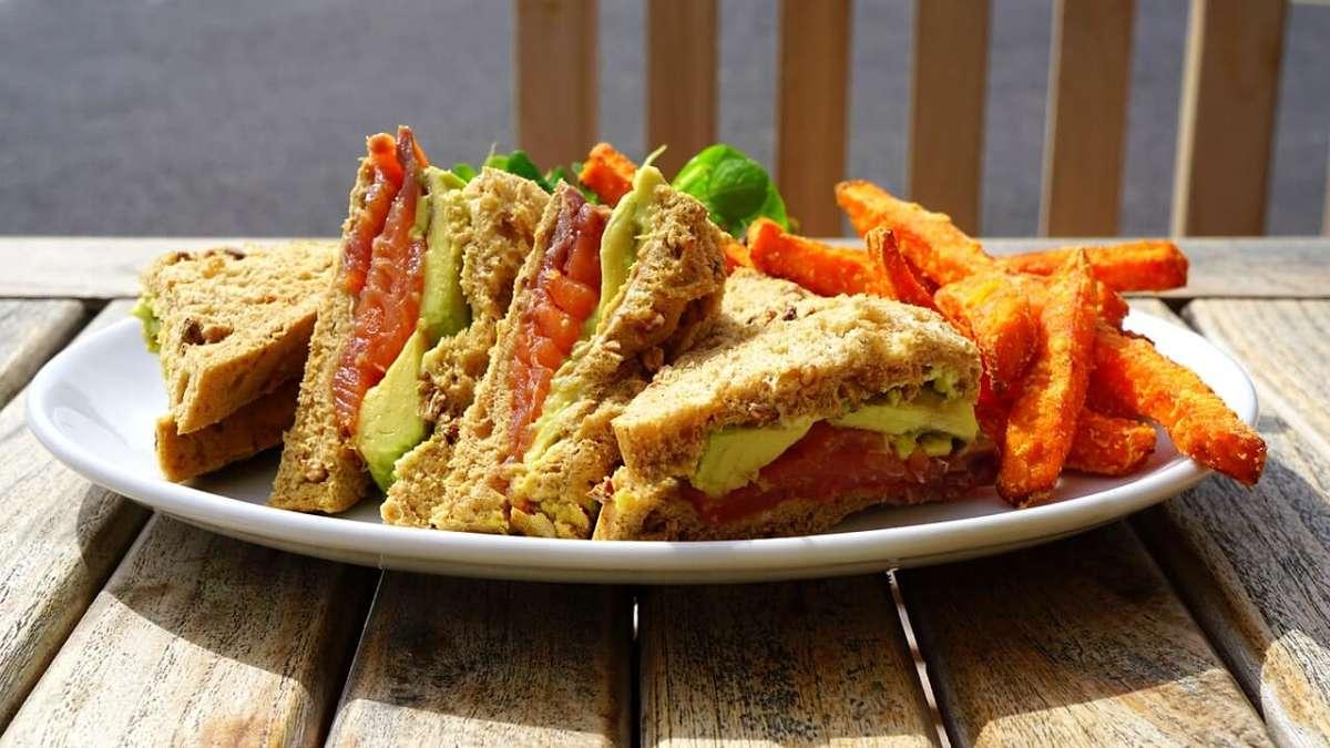Le carote impanate e fritte al pecorino si abbinano bene ai sandwich